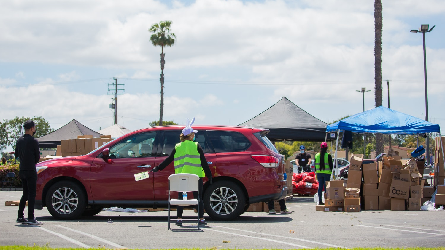 costa mesa temporarily waives permits for drive through food pantries farmers marketsvoice of oc drive through food pantries farmers